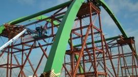 Promostal. Spektakularny montaż mostu na Wieprzy BIZNES, Infrastruktura - Sześć tygodni przygotowań i trzy godziny precyzyjnej operacji ustawiania łuku nad rzeką Wieprzą – Promostal z Czarnej Białostockiej zakończył montaż konstrukcji mostu w Darłowie. Będzie on częścią obwodnicy tego miasta.