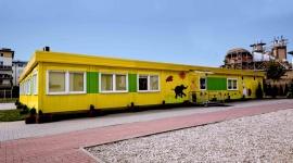 Modułowa szkoła podstawowa w Ząbkach oddana do użytku! BIZNES, Infrastruktura - Nowoczesna, przestronna, z kolorową elewacją i wybudowana przez firmę Touax w zaledwie cztery tygodnie. Szkoła Podstawowa nr 3 w Ząbkach (ul. Kościelna 2) służyć będzie grupie 150 dzieci w wieku przedszkolnym co najmniej przez dwa najbliższe lata.