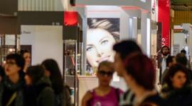 EVELINE COSMETICS NA MIĘDZYNARODOWYCH TARGACH COSMOPROF W BOLONII BIZNES, Gospodarka - W dniach 4 do 7 kwietnia 2014 w Bolonii Eveline Cosmetics uczestniczyła w jednej z najważniejszych międzynarodowych imprez w sektorze urody COSMOPROF WORLDWIDE.