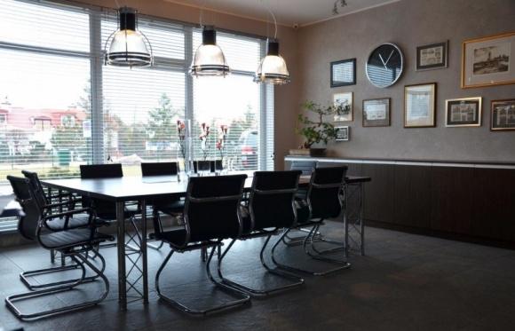 Industrialne wnętrza idealne do pracy BIZNES, Infrastruktura - Biuro powinno być elementem spójnej tożsamości marki, przedsiębiorstwa. Wykonaniem jednego z takich projektów dla Przedsiębiorstwa Budowlanego RAI z Gdańska zajęła się pracownia architektoniczna Michel Design.
