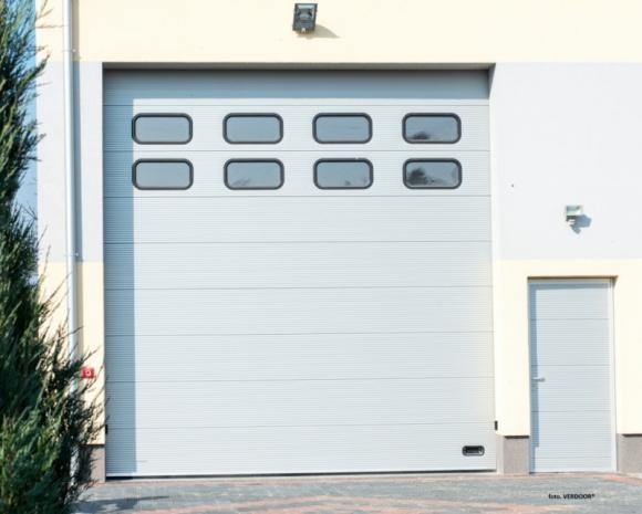 Bramy do zadań specjalnych Przemysł, BIZNES - Bramy przemysłowe muszą być bardziej trwałe niż typowe bramy garażowe. Na co należy zwrócić szczególną uwagę podczas wyboru bramy, do zastosowania w biznesie?