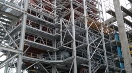 Promostal. Finisz prac przy konstrukcji spalarni w Białymstoku BIZNES, Gospodarka - Ponad 37 m wysokości i 560 ton wagi ma konstrukcja stalowa zamontowana dotychczas w białostockiej spalarni. Wykonawca – spółka Promostal z Czarnej Białostockiej planuje zakończenie prac konstrukcyjnych na początek listopada.