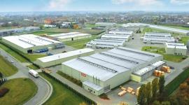 Grupa VELUX i spółki siostrzane - dalszy rozwój produkcji i wzrost zatrudnienia BIZNES, Gospodarka - Od 25 lat swojej działalności w Polsce Grupa VELUX i spółki siostrzane nadal dynamicznie się rozwijają. Nowe miejsca pracy, zwiększenie potencjału produkcyjnego w polskich fabrykach – to plany na rok 2015. Miniony rok, 2014 został zakończony pozytywnym wynikiem.