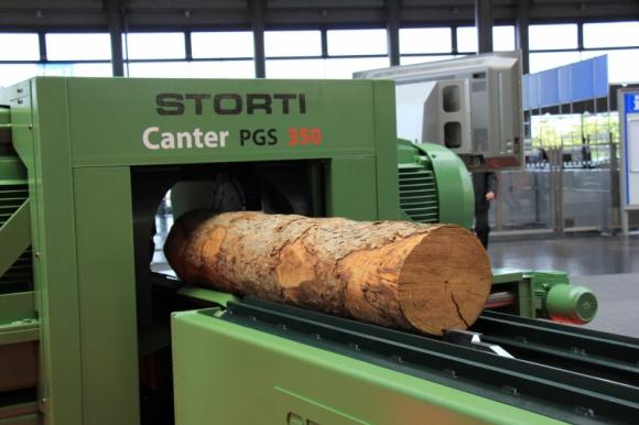 Tarcica meblowa premium – deficytowy produkt tartaczny w Polsce Przemysł, BIZNES - Przetarcie drewna okrągłego jest pierwszym i kluczowym etapem w produkcji wysokiej jakości mebli, o czym wiedzą zarówno polscy, jak i włoscy producenci. Co ich łączy prócz tego, że tworzą trzon światowej czołówki meblarskiej? Technologie szyte na miarę produktu.
