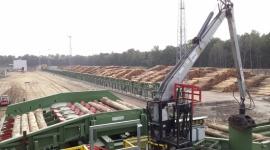 Kolej(ne) obietnice Przemysł, BIZNES - Stora Enso w ciągu zaledwie roku wybudowała największy w Polsce tartak w Murowie. W tym czasie kolejarze jedynie obiecywali inwestycje, które miały wspomóc logistykę dostaw surowca i odbioru towaru z zakładu. Na obietnicach się skończyło.