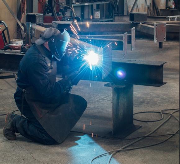 ADMT planuje wzrost zatrudnienia Przemysł, BIZNES - Podlaski producent konstrukcji stalowych ADMT S.A., planuje w najbliższym czasie zatrudnić nawet kilkadziesiąt nowych osób. Powód? Rozszerzenie profilu działalności, rozbudowa parku maszynowego i realizacja kolejnych kontraktów.