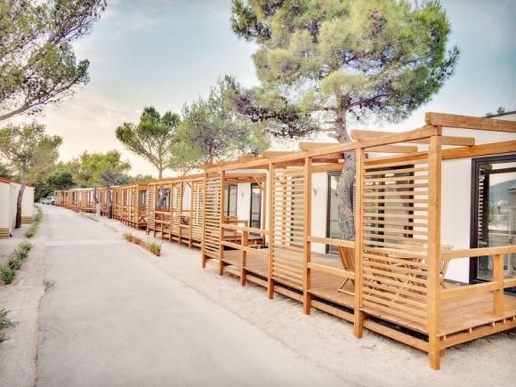LS Tech-Homes z nowym kontraktem w Chorwacji o wartości prawie 12 mln zł BIZNES, Gospodarka - LS Tech-Homes, lider w produkcji paneli kompozytowych w technologii SIP w Europie, wykorzystywanych w budownictwie mieszkaniowym, dostarczy innowacyjne materiały budowlane do montażu 130 mobilnych domków turystycznych w chorwackim mieście Omis.