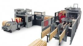 Wzrost popytu na palety zachęca do inwestowania Przemysł, BIZNES - Produkcja palet w Polsce bije kolejne rekordy, zbliżając się do poziomu 70 mln sztuk rocznie. Liderzy zwiększają produkcję, a wśród nich firmy C.M.C oraz Brzostek, które zdecydowały się na zakup włoskiej technologii STORTI do przetarcia drewna i zbijania palet.