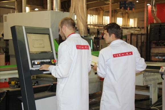 Wydział Technologii Drewna współpracuje z TEKNIKĄ Przemysł, BIZNES - Wydział Technologii Drewna SGGWw Warszawie podpisał porozumienie o współpracy z firmą TEKNIKA. Firma przyjmie na staż słuchaczy Wydziału, którzy będą mogli zgłębiać wiedzę praktyczną m.in. w zakresie automatyzacji i robotyzacji w przemyśle drzewnym i meblarskim.