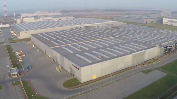 Największy zakład PRESS GLASS rozbudowany Przemysł, BIZNES - W ciągu ostatnich dwóch lat firma PRESS GLASS, specjalizująca się w produkcji szyb dla budownictwa, zdecydowanie powiększyła swój największy zakład w Polsce. Obecnie fabryka w Radomsku jest największym w Europie centrum przetwórstwa szkła.