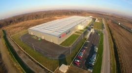 PRESS GLASS prezentuje nagranie z budowy fabryki w Chorwacji Przemysł, BIZNES - Od kilku miesięcy PRESS GLASS prowadzi działalność także w nowym zakładzie w Varaždin (Chorwacja) – przebieg budowy fabryki firma przedstawiła na kilkuminutowym nagraniu wideo.