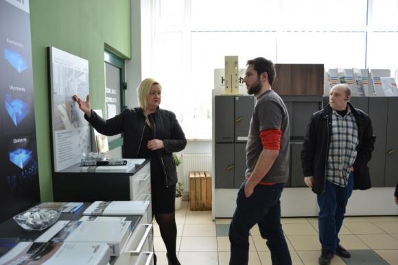 Wiosenny RoadShow Hettich z trzema niespodziankami Przemysł, BIZNES - Po wielkim sukcesie jesienno-zimowego RoadShow z systemami do drzwi przesuwnych, firma Hettich w ramach wiosennej edycji prezentuje w hurtowniach w całej Polsce nowy system szuflad InnoTech Atria.