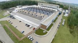 Tarkett znów inwestuje w Polsce Przemysł, BIZNES - Firma Tarkett, światowy lider nowatorskich i zrównoważonych rozwiązań dla podłóg i nawierzchni sportowych, otworzy do końca 2016 roku nową, innowacyjną linię produkcyjną w swojej fabryce w Jaśle. Inwestycja przyniesie regionowi w sumie 130 nowych miejsc pracy.