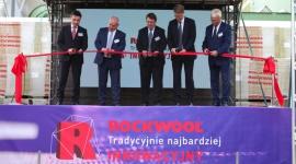 ROCKWOOL zainwestował 330 mln zł w nową linię produkcyjną BIZNES, Gospodarka - Lider produkcji materiałów izolacyjnych z wełny skalnej zrealizował inwestycję wartą 330 mln złotych. Nowa linia produkcyjna pozwoli na uzyskanie lepszych parametrów jakościowych produktów, większą wydajność i jeszcze wyższą ochronę środowiska.