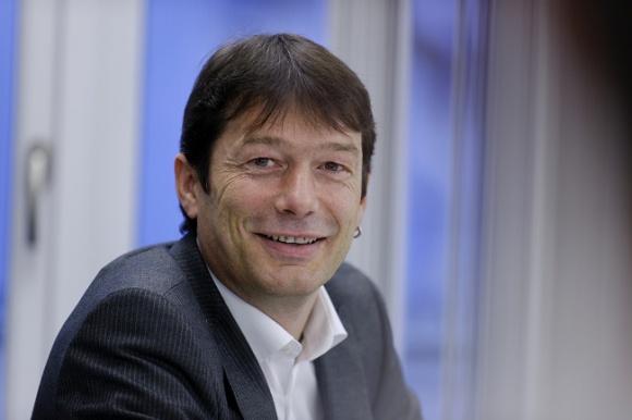 Styropian zespolony trzeciej generacji to już standard BIZNES, Gospodarka - Trzecia generacja styropianu w formie odprężonych płyt zespolonych zdominowała nasz rynek dociepleń - mówi Thomas Ammann, szef sprzedaży EPS w firmie Swisspor Szwajcaria