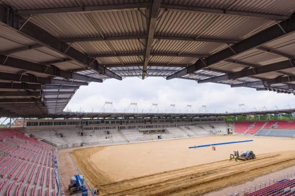 Dach nowego stadionu Widzewa Łódź już zamontowany BIZNES, Infrastruktura - Podlaska firma ADMT S. A. zakończyła prace nad montażem zadaszenia nowego stadionu Widzewa Łódź.