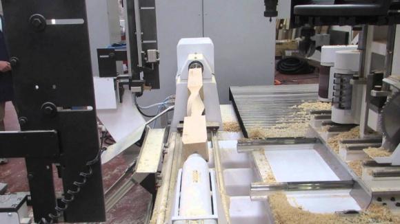 MITIKA - rzeźbiarz sterowany numerycznie Przemysł, BIZNES - Model MITIKA to wyjątkowa oferta precyzyjnego toczenia, żłobienia, frezowania i szlifowania w drewnie elementów o dużych gabarytach przy pomocy pięciu, w pełni interpolowanych osi.