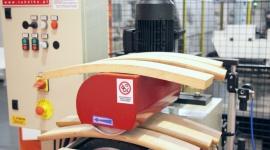 CAMAM - specjalista od krzeseł Przemysł, BIZNES - Praktycznie każdy liczący się producent krzeseł w Polsce co sezon wprowadza do kolekcji nowe stelaże, wymiary, tkaniny i realizuje coraz to bardziej zaskakujące pomysły. Kluczem do realizacji ich potrzeb technologicznych stały się maszyny o bardzo dużej elastyczności.