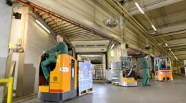Litowo-jonowy kamień milowy Przemysł, BIZNES - Wkrótce po oficjalnym ogłoszeniu strategii dążącej do upowszechniania baterii litowo-jonowych, grupa STILL zrealizowała wdrożenie w 100% oparte o wózki w tej technologii. Rezultaty mogą stanowić dla innych przedsiębiorstw zachętę do modernizacji floty.