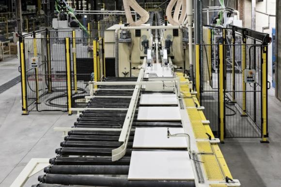 Armstrong inwestuje w rozbudowę fabryki sufitów Przemysł, BIZNES - Jeden ze światowych liderów akustycznych sufitów podwieszanych, firma Armstrong uruchomiła właśnie nową linię produkcyjną w fabryce w Pontarlier, we Francji.