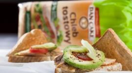 Pieczywo tostowe coraz częstszym gościem na stołach Polaków BIZNES, Gospodarka - Bez względu na zmieniające się trendy żywieniowe, często eliminujące niektóre produkty z naszej diety, pieczywo pozostaje stałym elementem jadłospisu Polaków.
