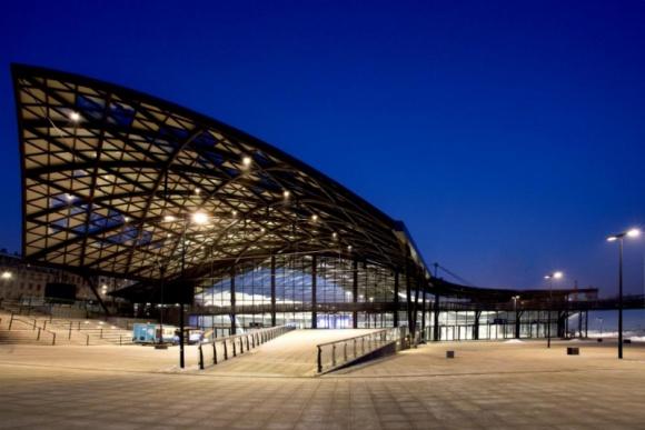 Łódź Fabryczna błyszczy światłem od ES-SYSTEM! BIZNES, Infrastruktura - Łódź Fabryczna błyszczy światłem od ES-SYSTEM! Spółka oświetliła jeden z najnowocześniejszych dworców kolejowych w Europie