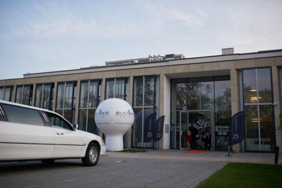 Przyszłość to dopiero początek: 25-lecie firmy Budvar BIZNES, Gospodarka - Do grona solidnych przedsiębiorstw, które poszczycić się mogą doświadczeniem sięgającym ćwierćwiecza, dołączyła w tym roku firma Budvar Centrum ze Zduńskiej Woli, polski producent stolarki otworowej.