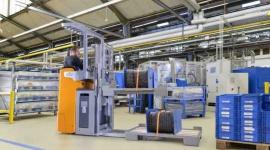 Średnie i dalekie dystanse – teraz na siedząco Przemysł, BIZNES - STILL Polska wprowadza na rynek nową linię wózków zsiedziskiem dla operatora: unoszący oraz dwa podnośnikowe. FXH, FXD i FXV uzupełniają ofertęfirmy w zakresie pojazdów średniego i dalekiego transportu, gwarantujących ekstremalnie ergonomiczną pracę.