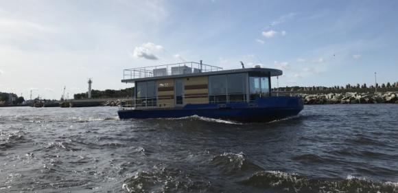 Produkty Danfoss w innowacyjnym projekcie domów na wodzie Przemysł, BIZNES - Najbardziej zaawansowany technologicznie houseboat wybudowany w Europie z rozwiązaniami grzewczymi Danfoss.