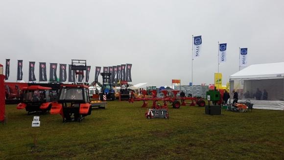 Firma Koja ze Stawisk prezentowała się na gigantycznych targach w Bednarach BIZNES, Gospodarka - Na Agro Show - międzynarodowej wystawie, której organizatorem była Polska Izba Gospodarcza Maszyn i Urządzeń Rolniczych - zaprezentowało się przeszło 800 firm, w tym około 100 z zagranicy.