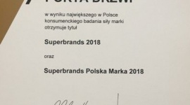 Porta Drzwi z tytułem Superbrands 2018 BIZNES, Gospodarka - Porta Drzwi, marka należąca do wiodącego producenta drzwi w Europie Środkowo-Wschodniej, otrzymała tytuły Superbrands 2018 i Superbrands Polska Marka 2018. To wyróżnienia przyznawane na podstawie największego w Polsce konsumenckiego badania siły marki.
