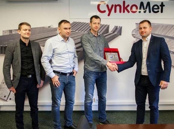 Maszyny Cynkometu jadą na Wschód BIZNES, Gospodarka - Spółka Cynkomet z Czarnej Białostockiej uzyskała certyfikat umożliwiający sprzedaż maszyn rolniczych pod własną marką w krajach Wspólnoty Niepodległych Państw.