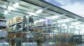 Odpowiednia temperatura w pracy – jak to robią przemysłowi giganci? Przemysł, BIZNES - Wartości temperatury utrzymywanej w halach produkcyjnych lub innych pomieszczeniach są szczegółowo regulowane przez krajowe prawo. Jak z kontrolą warunków pracy radzą sobie największe przedsiębiorstwa produkcyjne? Korzystają z systemowych rozwiązań monitoringu temperatury.