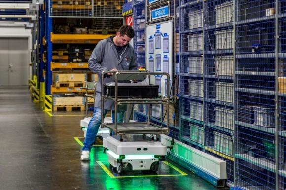 Roboty mobilne szansą na zautomatyzowanie transportu wewnętrznego w CEE Przemysł, BIZNES - Producent robotów mobilnych Mobile Industrial Robots (MiR) po raz pierwszy zaprezentował swoje rozwiązania podczas spotkania w Warszawie.