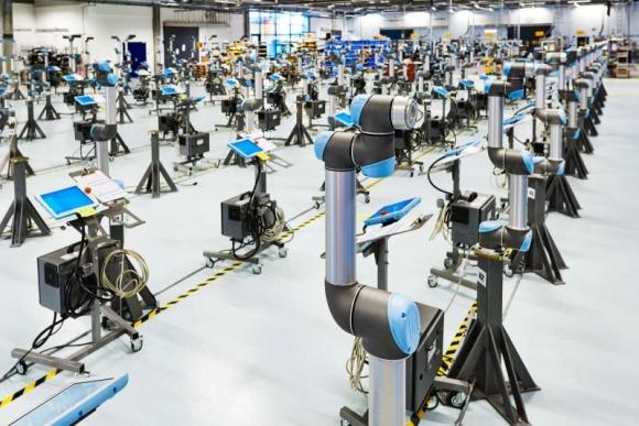 Universal Robots osiąga w 2017 r. spektakularny, 72 proc., wzrost przychodów Przemysł, BIZNES - Zwiększony popyt na oferowane w przystępnej cenie, przyjazne użytkownikowi, pracujące bez osłon zabezpieczających, ramiona robotyczne, zapewnił Universal Robots przychody w wysokości 170 mln USD (1,125 mld DKK) – w porównaniu z 2016 oznacza to wzrost o 72 proc.