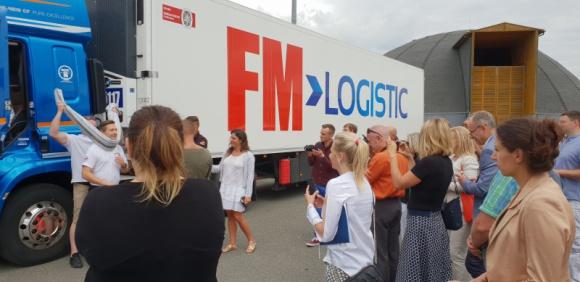 """FM Logistic dołącza do """"Pierwszopomocnych na drodze"""" Transport, BIZNES - FM Logistic, czołowy operator logistyczny w zakresie transportu drogowego w Polsce, został Partnerem akcji """"Pierwszopomocni na drodze"""", promującej ratownictwo i bezpieczeństwo w ruchu drogowym."""