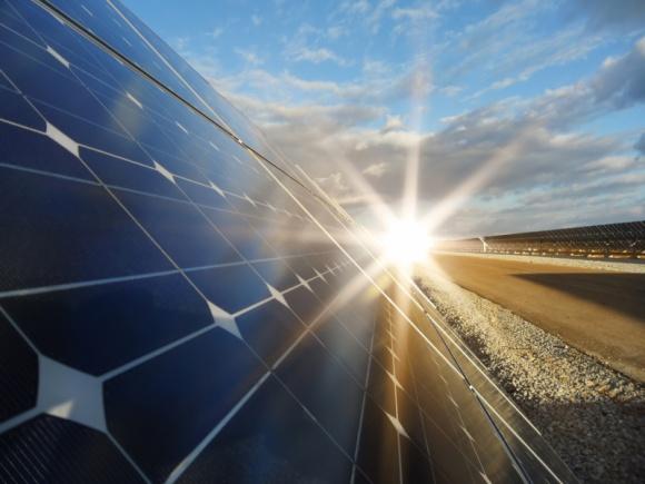 Już 50% energii wykorzystywanej w Tetra Pak pochodzi z zasobów odnawialnych BIZNES, Gospodarka - W ciągu zaledwie 2 lat od przystąpienia do inicjatywy RE100, firma zrobiła milowy krok w kierunku pełnej realizacji zobowiązania.