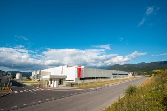 Franke otwiera nowoczesną fabrykę zlewozmywaków na Przemysł, BIZNES - W czerwcu Grupa Franke uruchomiła nowoczesny zakład produkcyjny i Centrum Kompetencji w słowackim Strečnie. Całkowity koszt nowej inwestycji to około 42 miliony franków szwajcarskich, a zatrudnieni znalazło tu łącznie 300 osób.