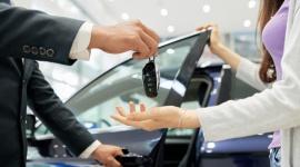 Wynajem samochodów popularniejszy od kupna BIZNES, Gospodarka - Wiele wskazuje, że w tym roku na polskie drogi wyjedzie rekordowa liczba nowych aut, Coraz mniej samochodów jest jednak kupowanych za własne środki czy na kredyt. Firmy i konsumenci indywidualni zaczynają powszechnie korzystać z oferty wynajmu długoterminowego pojazdów.