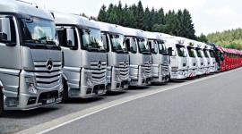 Tańsza wymiana floty dzięki zakupom w grupie Transport, BIZNES - Na rynku transportowym zadebiutował system zakupów grupowych, umożliwiający kupno ciężarówek z rabatem dostępnym jak dotąd jedynie dla największych przewoźników. Nowe w branży TSL rozwiązanie zostało opracowane przez firmę Exabid.
