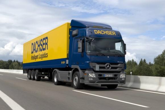 Dachser uruchomił bezpośrednią linię Warszawa-Bratysława Transport, BIZNES - Dachser, jeden z wiodących operatorów logistycznych, uruchomił nowe bezpośrednie połączenie z Warszawy do Bratysławy. Ciężarówki w żółto-niebieskich barwach będą realizowały przewozy na tej trasie we wszystkie dni robocze.