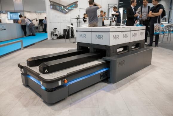 Automaticon: automatyzacja intralogistyki z robotami Mobile Industrial Robots Przemysł, BIZNES - Autonomiczne roboty mobilne MiR po raz drugi na warszawskich targach