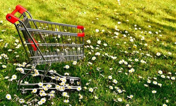 Czy ekologia obejmie także materiały reklamowe? BIZNES, Gospodarka - Współcześnie firmy starają się być coraz bardziej ekologiczne w wielu aspektach. Jednak materiały reklamowe i wspierające sprzedaż (POSM), które zalewają sklepy, wciąż wyłamują się z tego trendu. A przecież i tutaj istnieją duże możliwości eko-optymalizacji.