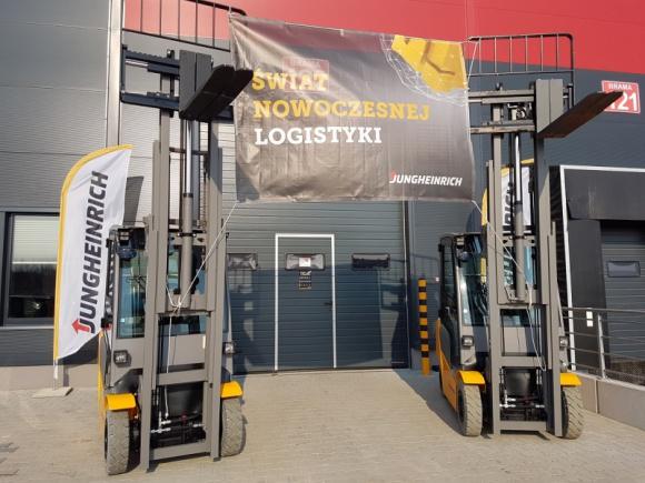 Podsumowanie Dnia Otwartego w gdańskim oddziale Jungheinrich BIZNES, Gospodarka - Zakończyła się pierwsza edycja Dnia Otwartego w gdańskim oddziale Jungheinrich. Firma zaprezentowała łącznie ponad 40 nowych i używanych wózków widłowych, specjalnie wyselekcjonowanych pod kątem potrzeb odwiedzających klientów.
