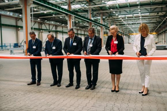 STEICO otworzyło halę prefabrykacji w Czarnkowie Przemysł, BIZNES - Jedenasta hala produkcyjna w strukturze zakładu STEICO w Czarnkowie została właśnie otwarta. Z nowej linii skorzystają firmy budowlane, które mogą zlecić STEICO prefabrykację elementów nawet na 300 budynków rocznie.