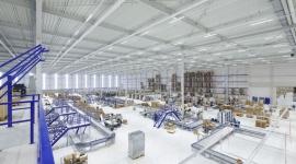 5 zaskakujących faktów o oświetleniu przemysłowym BIZNES, Infrastruktura - Oświetlenie LED w przemyśle jest już dziś standardem i domyślnym wyborem inwestorów wznoszących nowe hale. Potencjał systemów diodowych wciąż jednak zaskakuje. Oto 5 niespodziewanych faktów na temat oświetlenia przemysłowego.