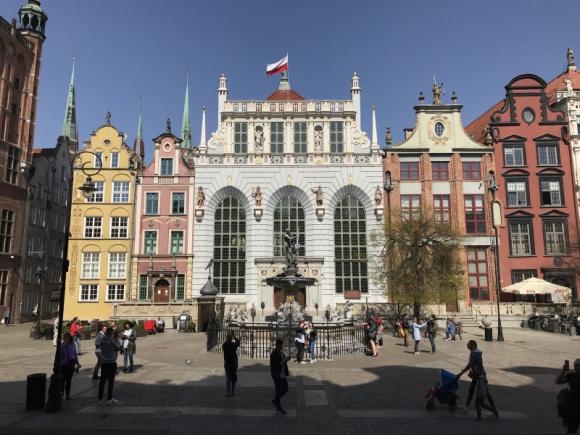 Dawniej i dziś - Społeczne znaczenie największych placów Gdańska BIZNES, Infrastruktura - Historyczne i współczesne znaczenie największych placów targowych Gdańska wraz z opisem najnowszych inwestycji Młodego Miasta.