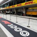 Jak nadać kurierem samochody Formuły 1 i eksponaty Rolling Stones?