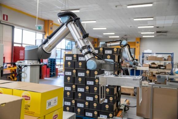 Robotyzacja w Polsce: Megatech Industries, Unilever zaprezentowały doświadczenia Przemysł, BIZNES - Wartość robotyzacji była tematem piątego spotkania z cyklu Cobots Expert's Breakfast organizowanego przez Universal Robots. Doświadczeniami z wykorzystania robotów współpracujących w zakładach w Polsce podzieliły się firmy: Megatech Industries i Unilever.