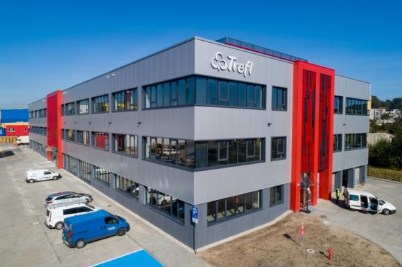 Dekpol wybudował obiekt dla Trefl SA BIZNES, Infrastruktura - Dekpol zakończył budowę trzykondygnacyjnego budynku o powierzchni całkowitej ok. 10 tys. m2. Inwestycja została zrealizowana w ramach usługi generalnego wykonawstwa na zlecenie firmy Trefl. Czas budowy wyniósł zgodnie z planem 15 miesięcy.